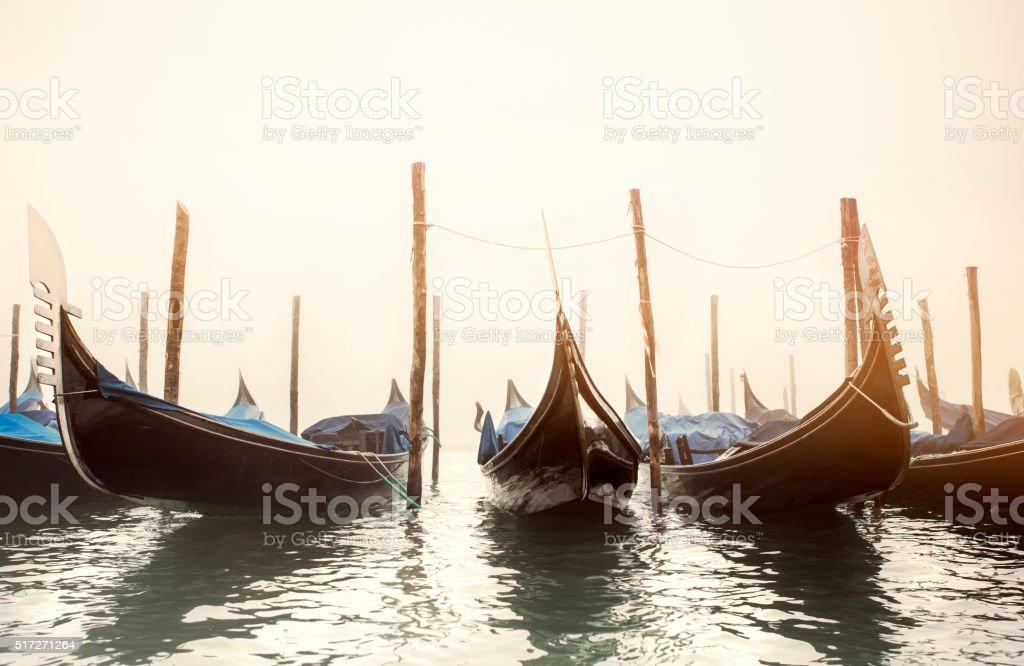 Gondoles dans une rangée, Venise - Photo