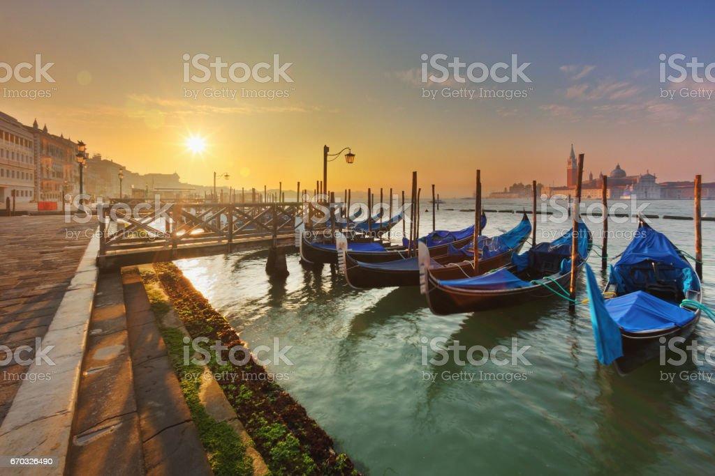 Gondoles à Venise au lever du soleil - Photo