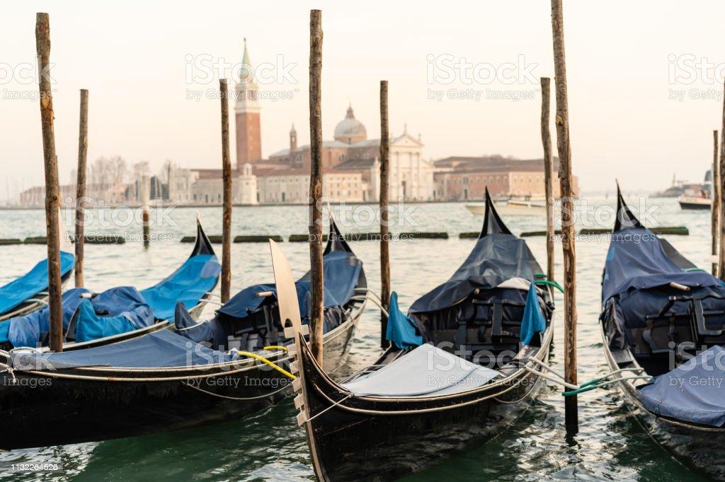 Gondolas à Venise au coucher du soleil - Photo