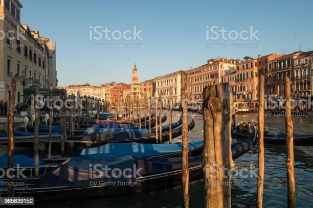 Gondels In Venetië Canal Grande Bij Zonsondergang Italië Stockfoto en meer beelden van Buitenopname