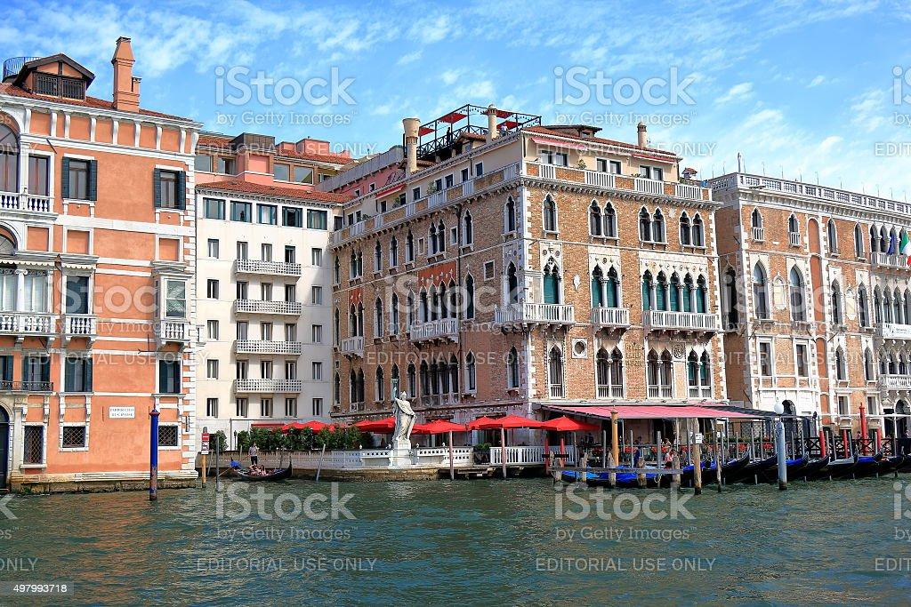 Regale In Der Nahe Des Hotel Bauer Palazzo In Venedig Italien