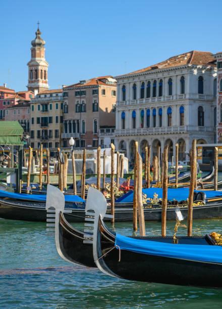 Gondeln auf dem Canal Grande in Venedig, Italien – Foto