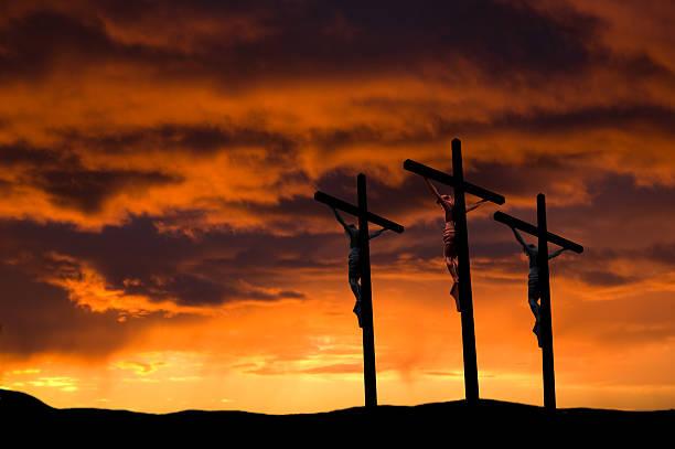 vendredi saint. trois croix - jesus croix photos et images de collection