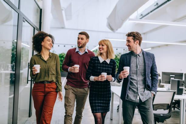 good friends make an excellent team - collega d'ufficio foto e immagini stock