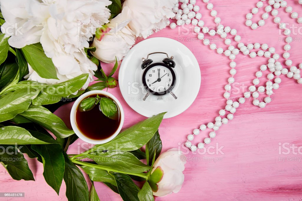 Good morning.  Tea, alarm clock and peony zbiór zdjęć royalty-free