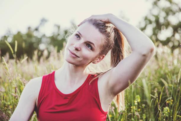 good neck stretch - hals übungen stock-fotos und bilder