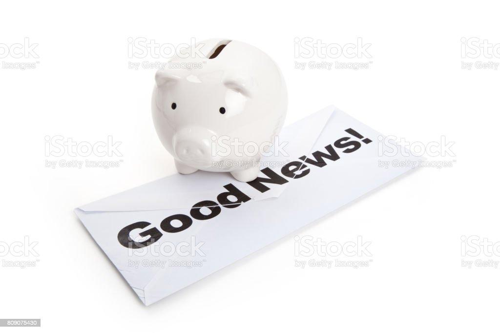 Buenas noticias y alcancía - foto de stock