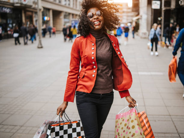 goed winkelen is de beste therapie - shopaholic stockfoto's en -beelden