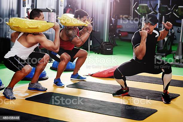 Shot of a trainer leading an exercise class in a gymhttp://195.154.178.81/DATA/i_collage/pu/shoots/805390.jpg