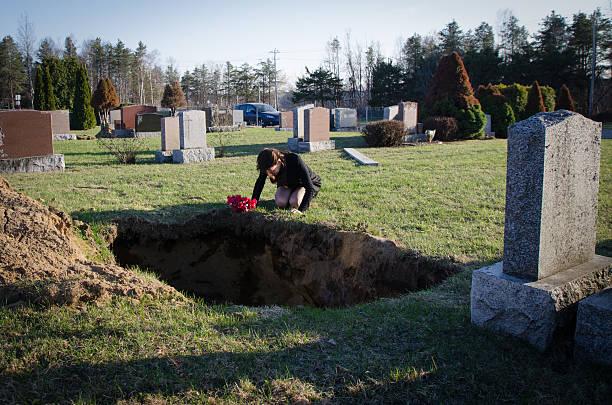 goodbye my sweet love - funeral crying stockfoto's en -beelden