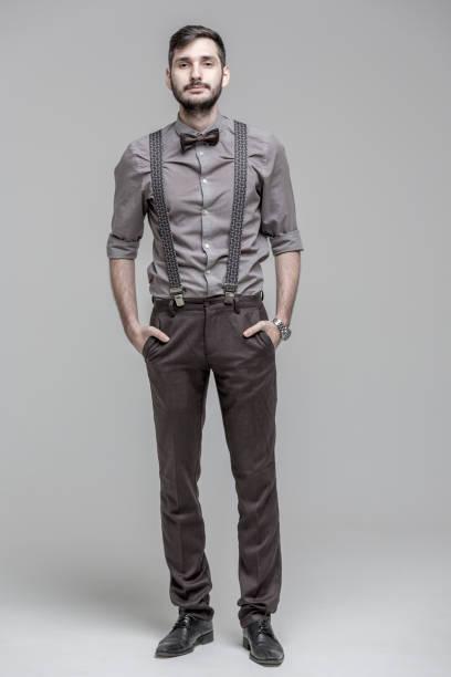 yakışıklı sakallı adam - pantolon askısı stok fotoğraflar ve resimler