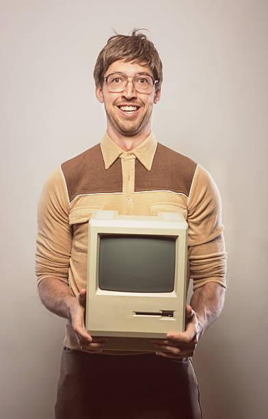 Goofy Brille tragen naiv es Computer-Typ – Foto
