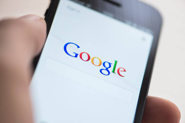 google app na apple iphone 5 - google zdjęcia i obrazy z banku zdjęć