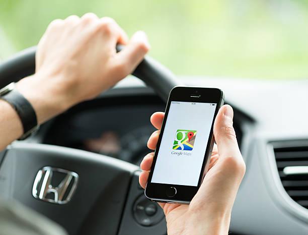google maps application on apple iphone - google стоковые фото и изображения