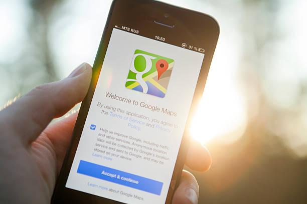 карты google на iphone 5 - google стоковые фото и изображения