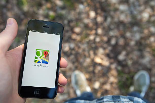 google maps na iphone'a - google zdjęcia i obrazy z banku zdjęć