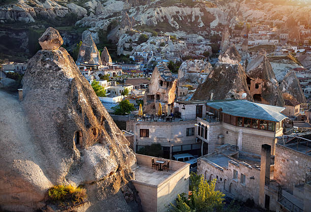 goreme city in cappadocia - hotels in der türkei stock-fotos und bilder