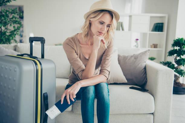 gorgeous attractive lady in her casual clothes denim jeans blond - donna valigia solitudine foto e immagini stock