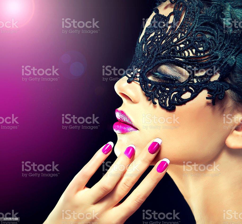Wspaniałe Czarne Włosy Wzór Z Modnych Lakier Do Paznokci Fuksja