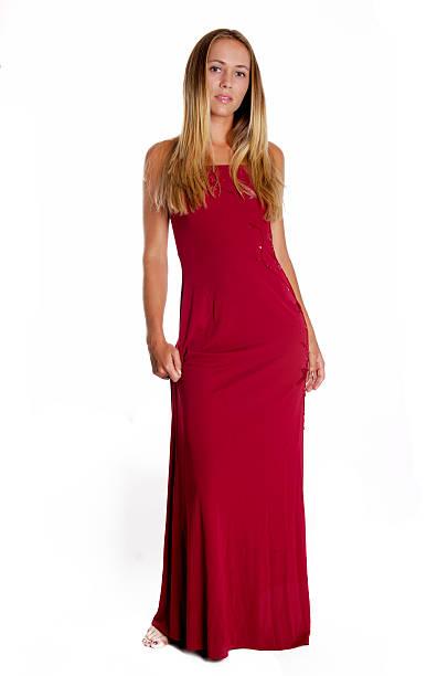 Wunderschöne blonde im roten Kleid – Foto