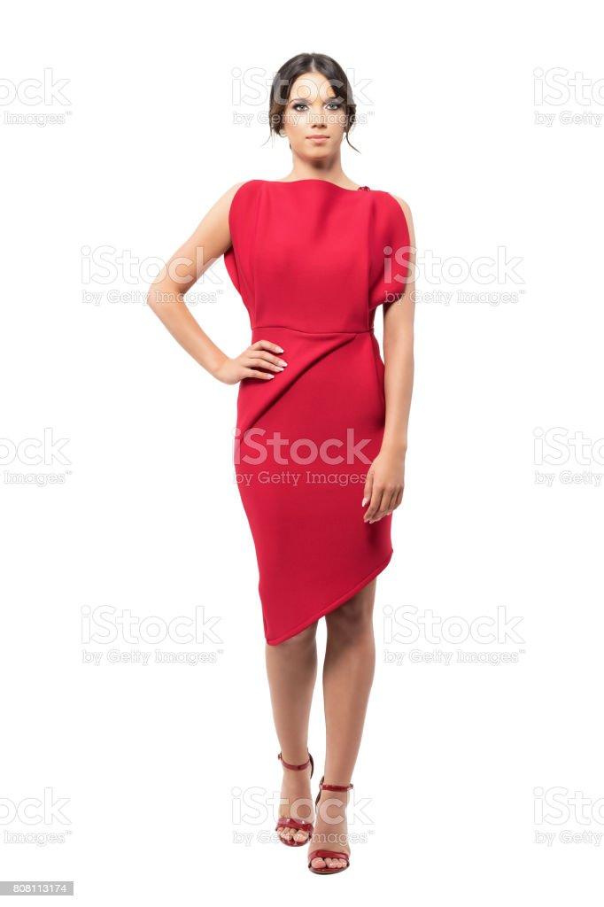 Y Rojo Hermosa Vestido En Altos Posando Encantadora Tacones Mujer BeWdCorx