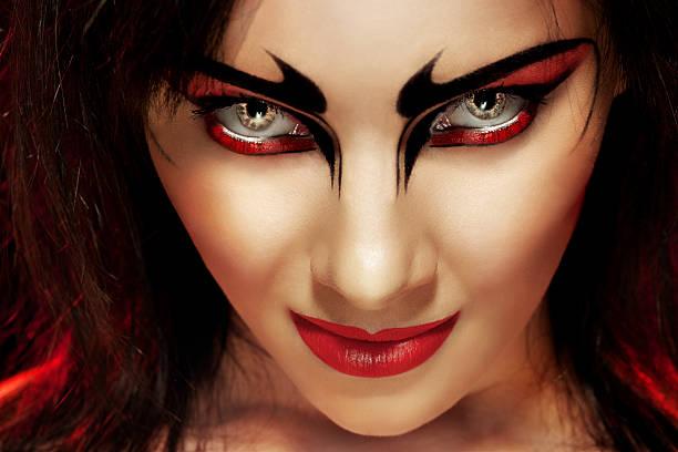 magnifique démon femme - vampire femme photos et images de collection