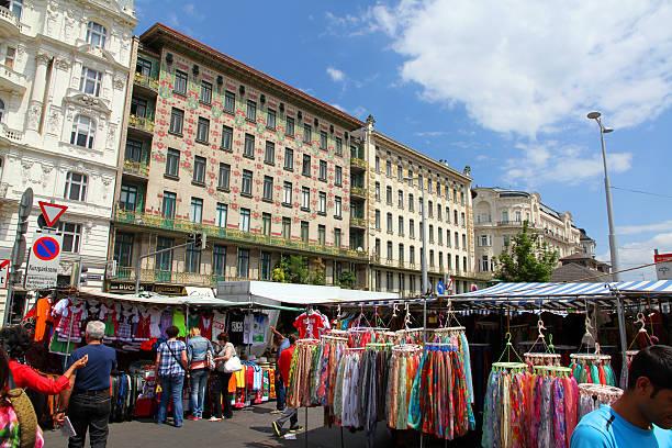 wunderschöne markt - naschmarkt stock-fotos und bilder
