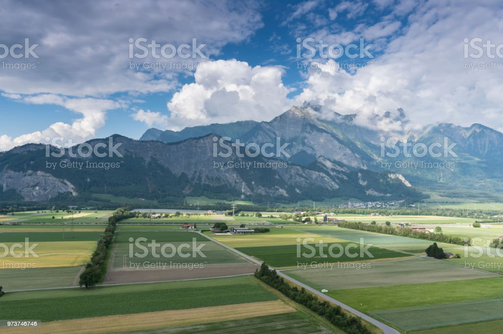 wunderschöne Berglandschaft mit einer fantastischen Aussicht auf die Schweizer Alpen – Foto