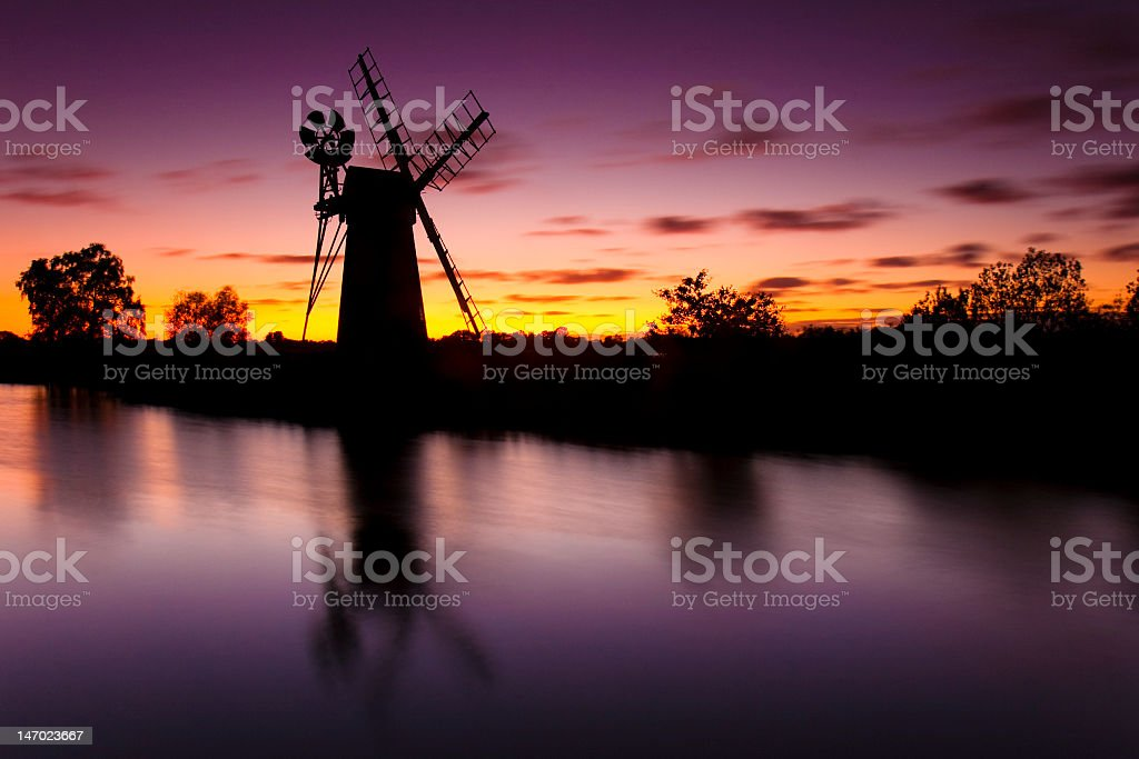 Gorgeous purple and gold dusk of Turf Den royalty-free stock photo