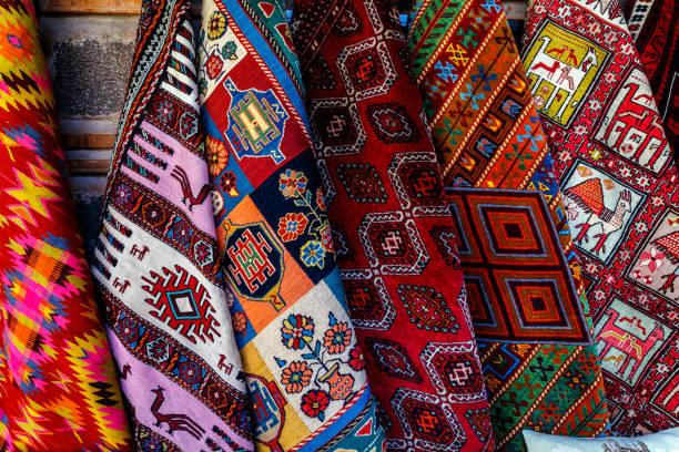wunderschöne türkische kelims - türkische fliesen stock-fotos und bilder