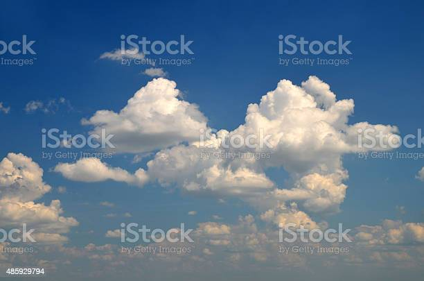 Gorgeous white clouds picture id485929794?b=1&k=6&m=485929794&s=612x612&h=40bkxslqzgsujasbkctndggrkrqrvcd3rttvy7mzjdc=