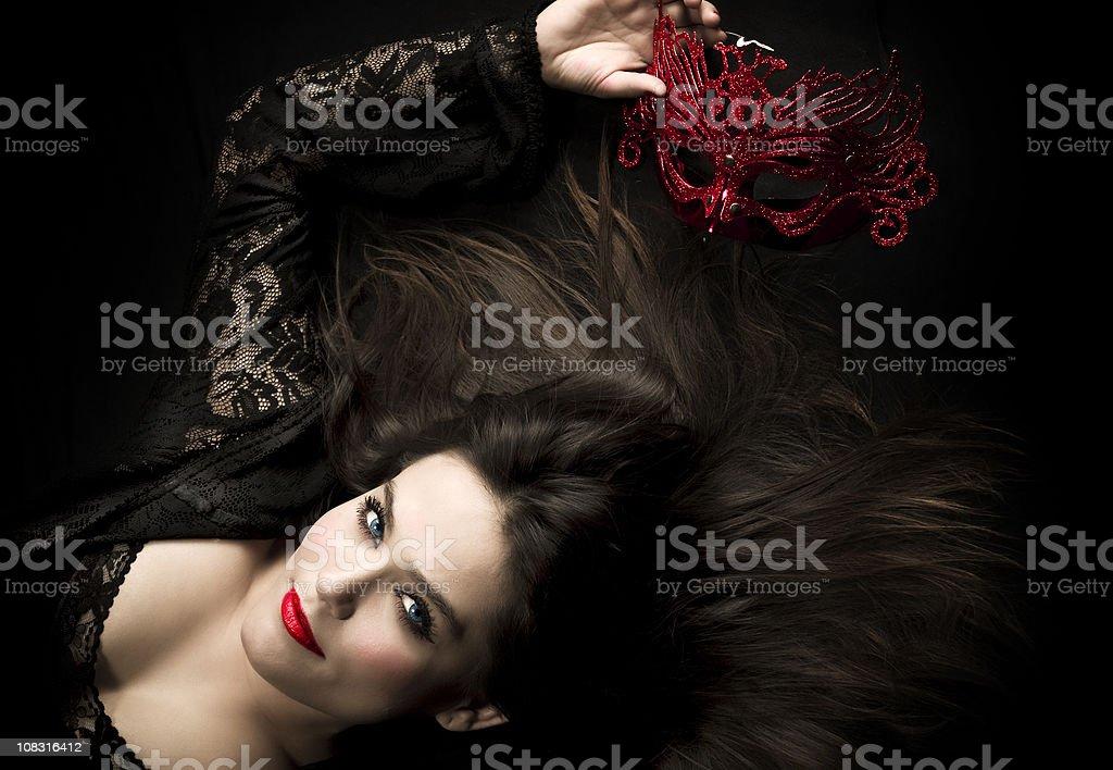 Hermosa mujer con máscara - foto de stock