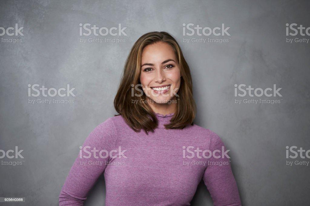 Schöne junge brunette Frau – Foto
