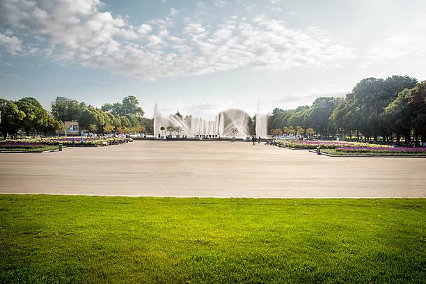 고리키 공원까지 산책할 모스크바 - 타운 스퀘어 뉴스 사진 이미지