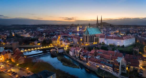 Gorlitz. Panoramablick auf die Altstadt in der Dämmerung – Foto