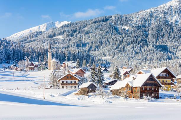 gosau aldeia de montanha no inverno, alta áustria, áustria - áustria - fotografias e filmes do acervo