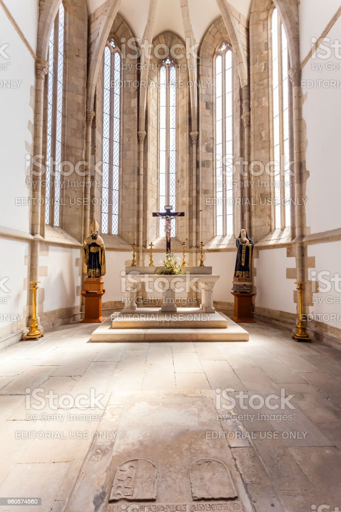 Gothic apse of the Santo Agostinho da Graca church with a tomb on the ground. stock photo