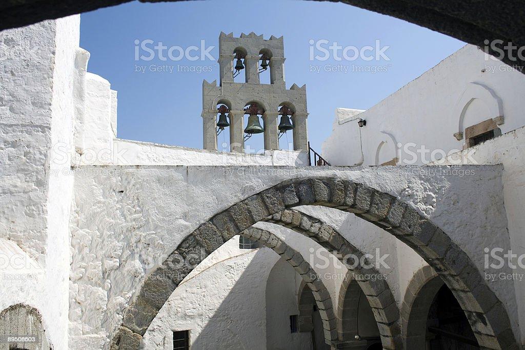 arches gothiques et bell tower de Patmos photo libre de droits