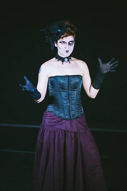 gothic dracula old-fashioned woman - dracula schminken stock-fotos und bilder