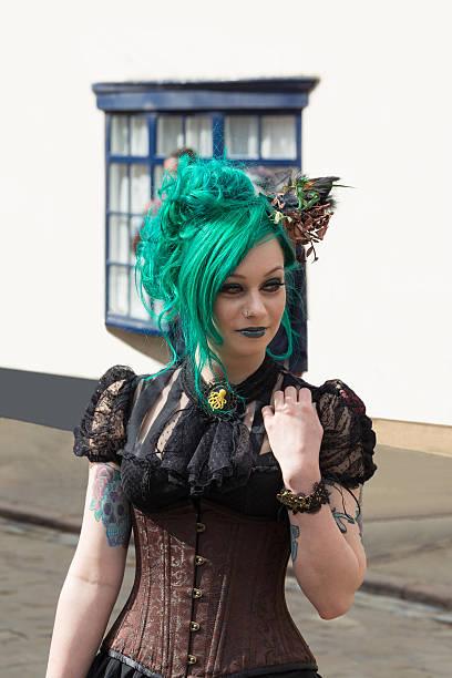 gothic mädchen - dracula schminken stock-fotos und bilder