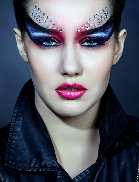 gotische intensive frau - vampir schminken frau stock-fotos und bilder