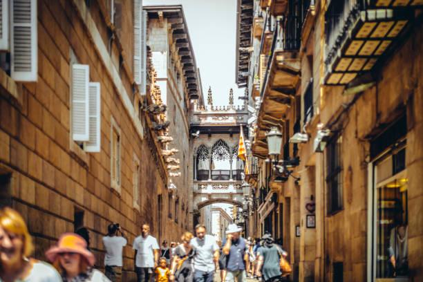 ゴシック クォーター、キャリア ・ デル ・ bisbe、バルセロナ - スペイン - 旧市街 ストックフォトと画像