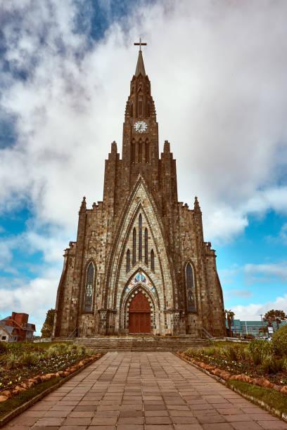 catedral de estilo gótico na cidade de canela - rio grande do sul, brasil. - rio grande do sul - fotografias e filmes do acervo