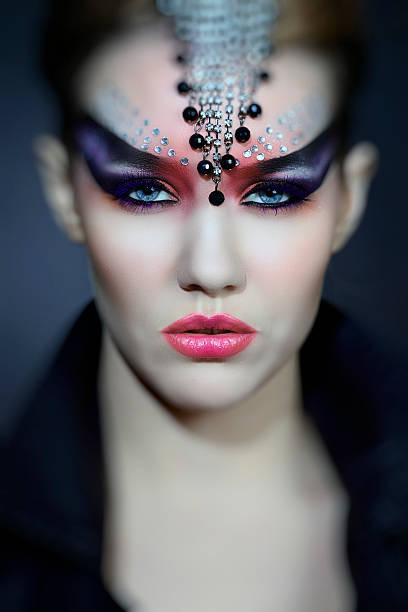 gotische frau - teufel schminken stock-fotos und bilder