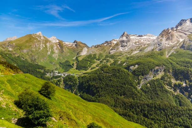 gourette fransızca pyrenees içinde bir kış sporları merkezidir. - bearn stok fotoğraflar ve resimler