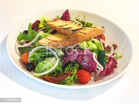 Gourmet chef's salad with toasted bread