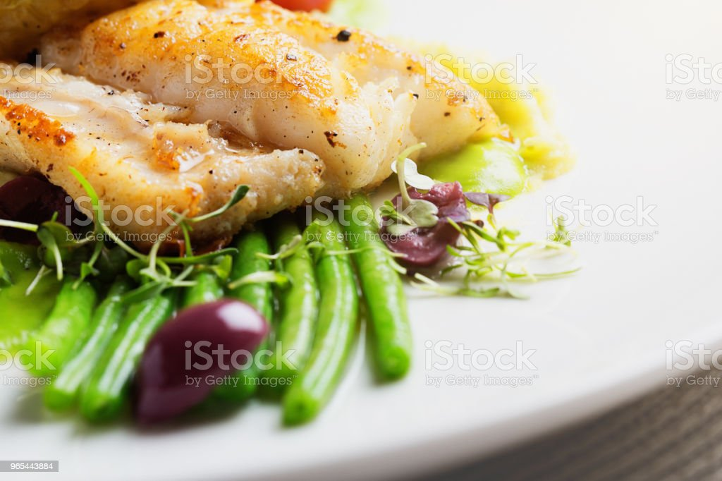 Gourmet dish of grilled fish with vegetables zbiór zdjęć royalty-free