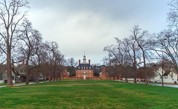 governor's mansion williamsburg - kolonial stock-fotos und bilder