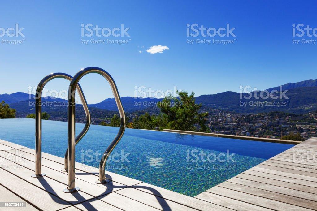 Schnappen Sie sich bars Leiter im Schwimmbad – Foto