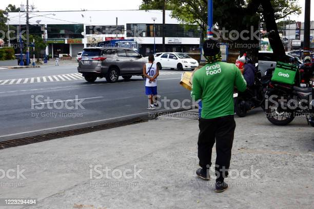 Grab food rider carrying a food order of a customer picture id1223294494?b=1&k=6&m=1223294494&s=612x612&h=inq4shoa9uy6eo402zs4lanjtdkqiwxvx69evyhnplc=
